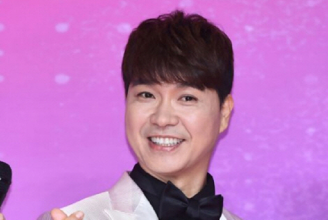 """박수홍 가족 '진흙 싸움'… """"93 살 여자 친구 갈등의 시작"""""""
